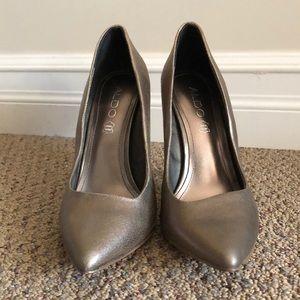 NWOT Gold Aldo heels